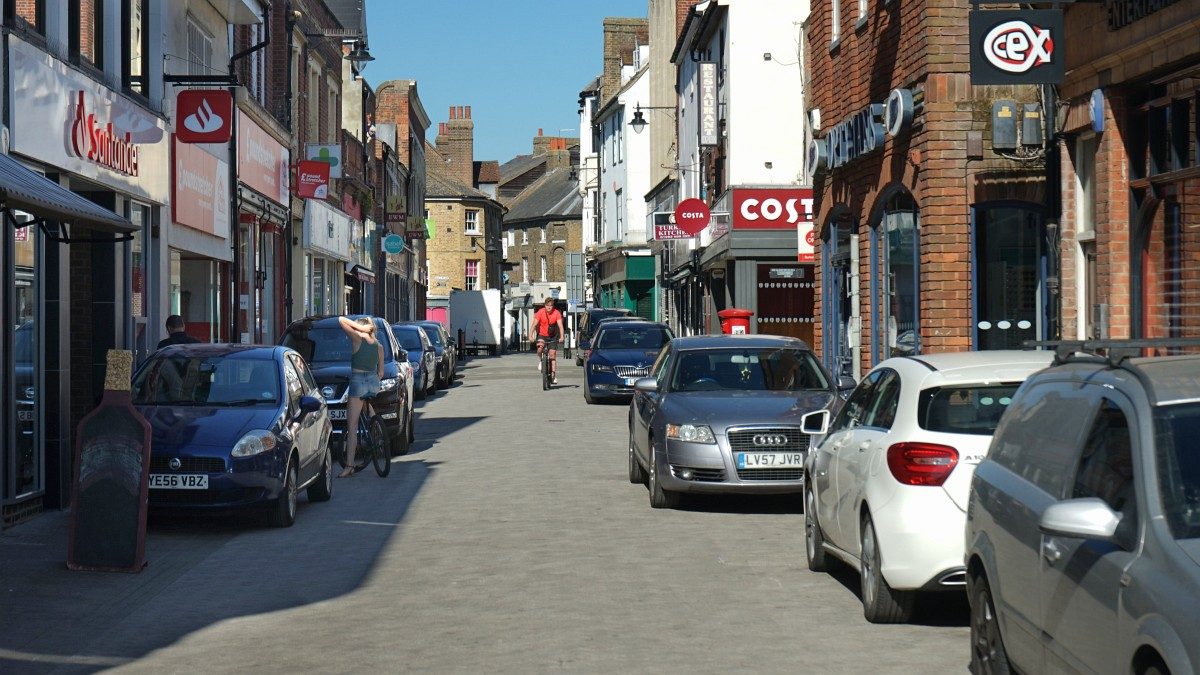 Photo of cars parked in Maidenhead Street